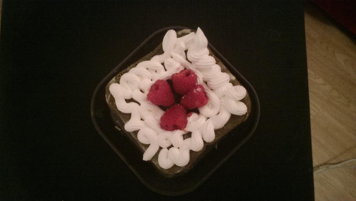 Cake thé vert-framboises fourré au chocolat