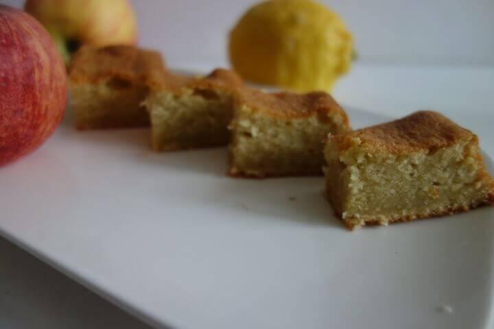 Carrés de gâteau aux pommes