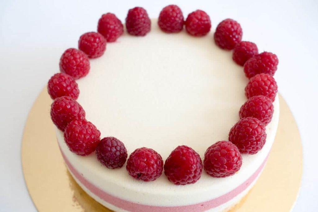 Entremets vanille chocolat blanc framboises